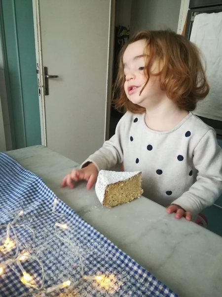 la torta preferita di Anna con tanto zucchero a velo